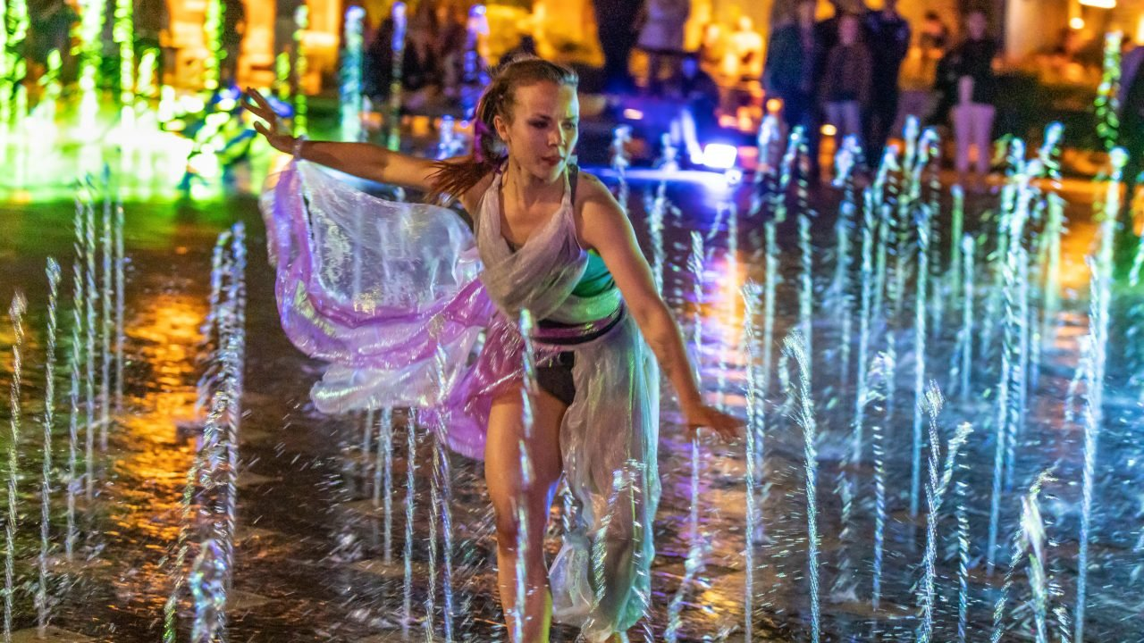 Dancer in Granary Square Fountains for CSM Art Night